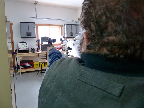 Tony@AirgunsARP shooting offhand/wrong-hand. This right handed shooter had to shoot lefty due to injury. 5 yard target